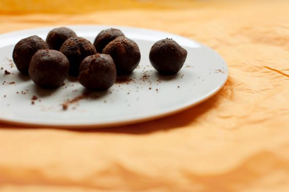 Trufas crudiveganas de cacao - recetas sin almidón